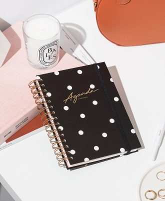 agenda negra puntos blancos diseño