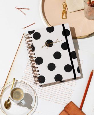 agenda diseño blanca lunares negros