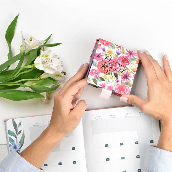 libreta cuadrada diseño notas flores